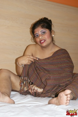 Fat Indian chick in brown cover gets nude and exposes her booty - XXXonXXX - Pic 7
