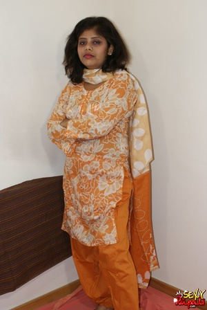 She takes off her orange sari to get naked and demonstrate her chubby Indian forms - XXXonXXX - Pic 2