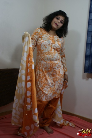 She takes off her orange sari to get naked and demonstrate her chubby Indian forms - XXXonXXX - Pic 5