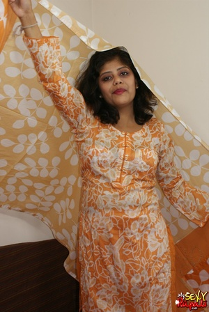 She takes off her orange sari to get naked and demonstrate her chubby Indian forms - XXXonXXX - Pic 6