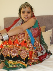 Sexy Indian girl in national costume and jewelry - XXXonXXX - Pic 3