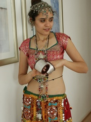 Sexy Indian girl in national costume and jewelry - XXXonXXX - Pic 5