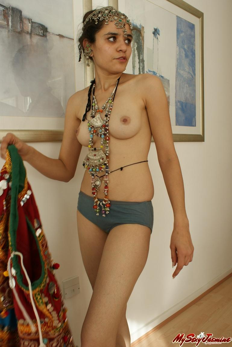 hot sexy italian babe nude