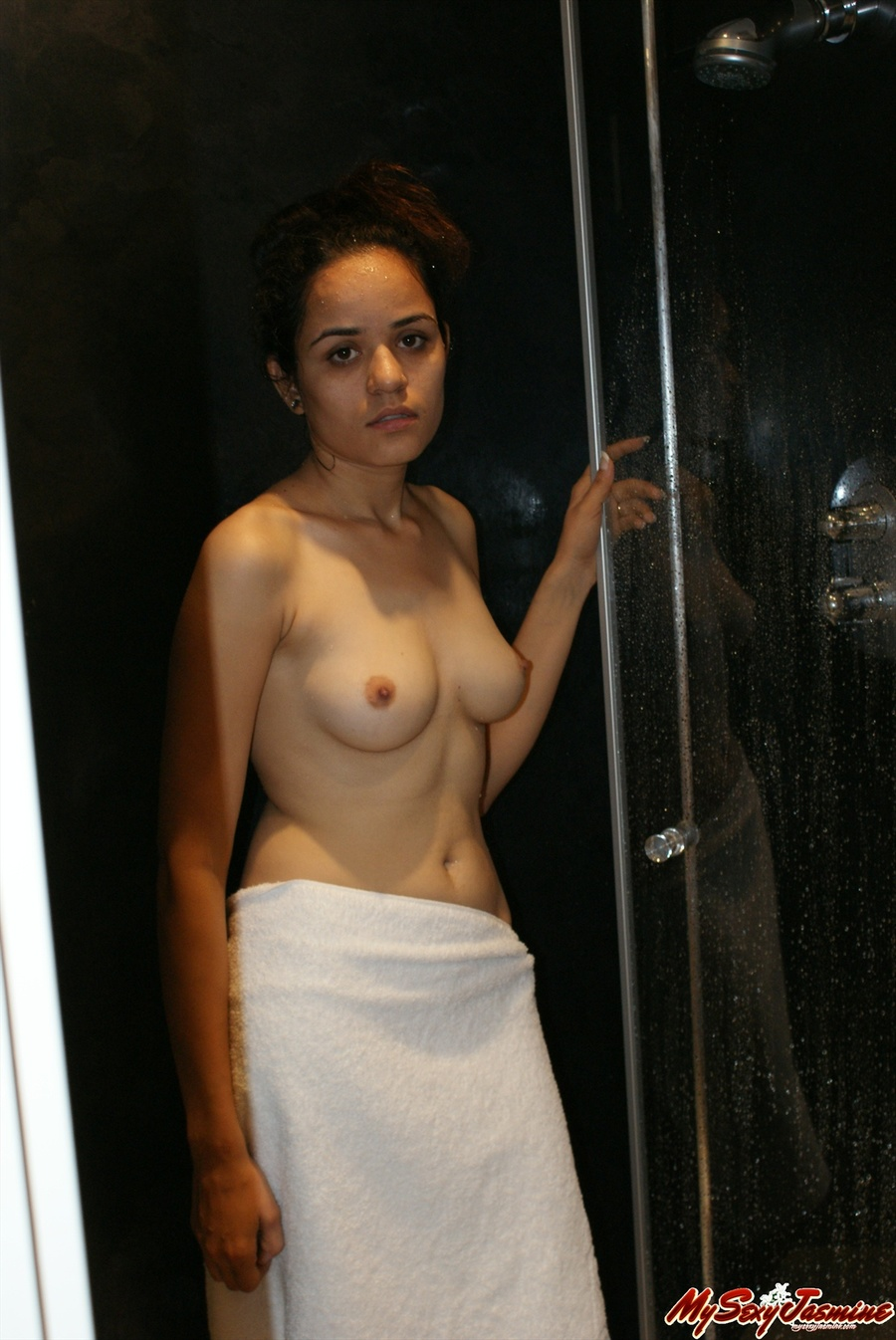 Naked Indian Chick Jasmine Taking Hot Bath And Demonstrating Her Delights Xxxonxxx Pic 1
