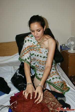 Ponytailed Indian chick Jasmine trying to put on her nice blue sari on her naked body - XXXonXXX - Pic 7