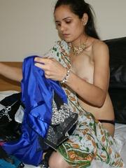 Ponytailed Indian chick Jasmine trying to put on - XXXonXXX - Pic 11