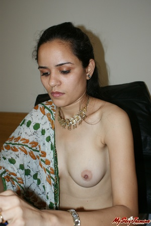 Ponytailed Indian chick Jasmine trying to put on her nice blue sari on her naked body - XXXonXXX - Pic 12