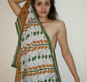 Long-haired Indian chick gets naked to demonstrate…