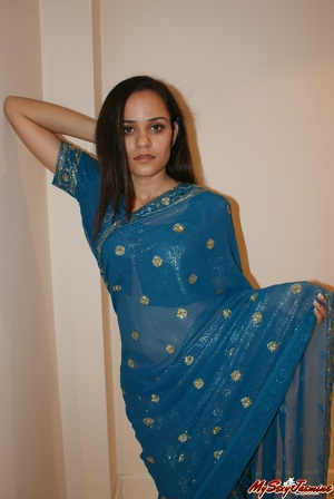 Naughty Indian teen Jasmine in blue sari gets topless to show you her fresh tits - XXXonXXX - Pic 2