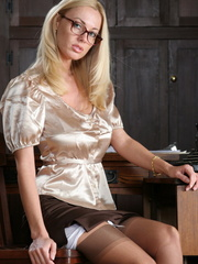 Gorgeous blonde chick in glasses - Sexy Women in Lingerie - Picture 1