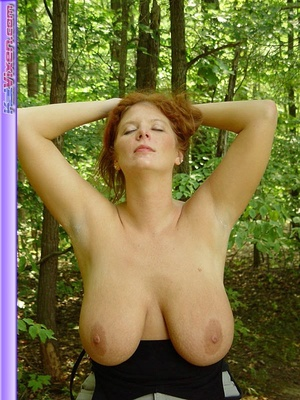 Toni KatVixen Takes A Topless Walk In Th - XXX Dessert - Picture 8