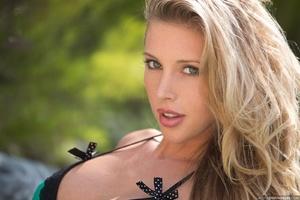 Blonde hottie with pierced nipples undre - XXX Dessert - Picture 4