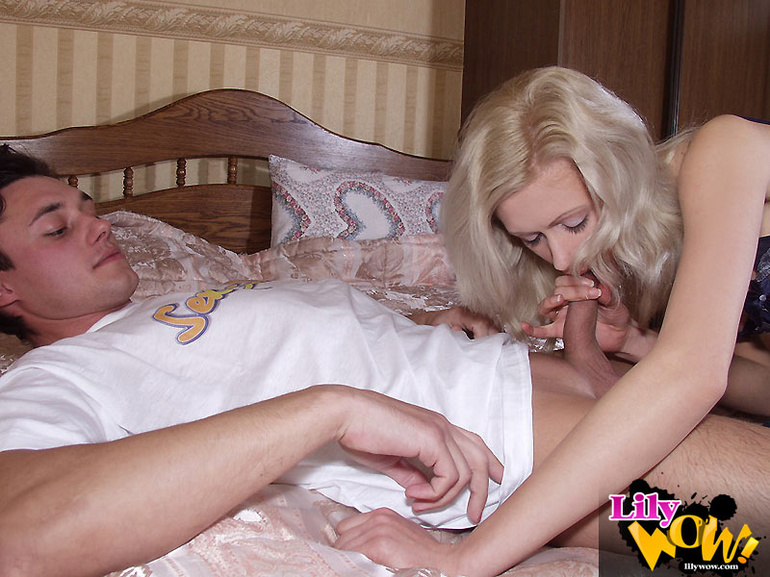 Sexy milf giving head