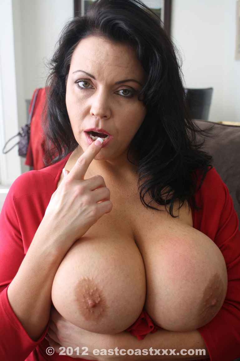 Brunette hot milf club