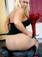 Hot blonde milf with very big jugs - Sexy Women in Lingerie - Picture 2