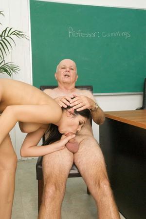 Секс с старым профессором