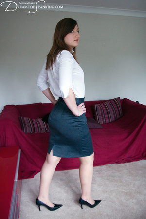 Nasty chick in a white blouse and checke - XXX Dessert - Picture 1