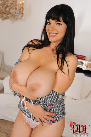 Chubby brunette bitch changing various c - XXX Dessert - Picture 16