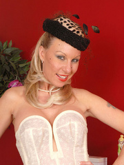 Lovely blonde babe in vintage corset, - XXX Dessert - Picture 1