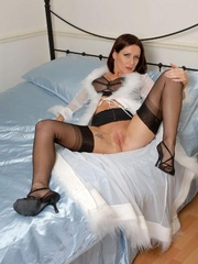Lustful brunette chick in vintage nylons - XXX Dessert - Picture 4
