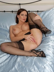 Lustful brunette chick in vintage nylons - XXX Dessert - Picture 7
