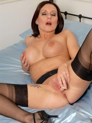 Lustful brunette chick in vintage nylons - XXX Dessert - Picture 9