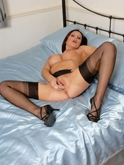 Lustful brunette chick in vintage nylons - XXX Dessert - Picture 10