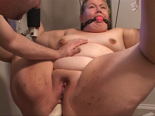 Big slut with a gag-ball gets her fat cunt and pooper - Picture 3