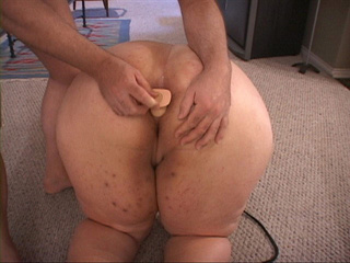 Dirty fat slut gets her butthole screwed with a dildo - Picture 2