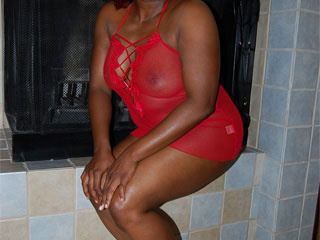 Slutty black beauty with gorgeous rich forms in a red - Picture 2