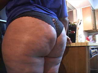 Hot swarthy mamsita demonstrating her big ass - Picture 3