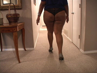 Hot swarthy mamsita demonstrating her big ass - Picture 4