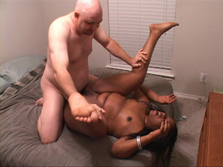White bald dude pounding badly fat black bitch - Picture 2