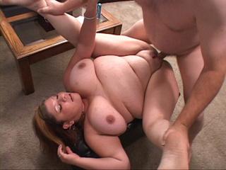 Busty big slut spreads her fat legs to take it deeper - Picture 3
