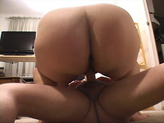 Chubby blonde mom enjoys jumping on a stiff rod - Picture 1