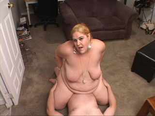Chubby blonde mom enjoys jumping on a stiff rod - Picture 4