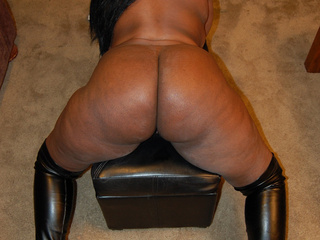 Sexy black BBW in latex high boots gets her butthole - Picture 2