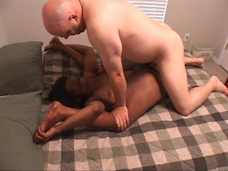 Bald white dude rimming roughly fat black milf's ass - Picture 2