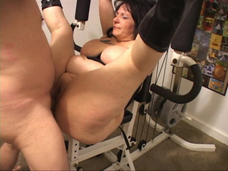 Dirty housewife in black high boots gets her pooper - Picture 1