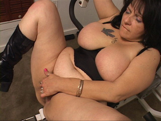 Chubby housewife in high boots rides a stiff rod - Picture 4