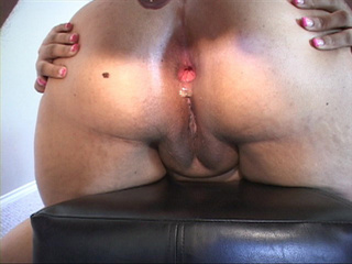 Busty fat bitch showing off her gaping pooper after - Picture 3