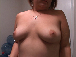 Chubby red mom undresses to take pat in dirt assbanging - Picture 3