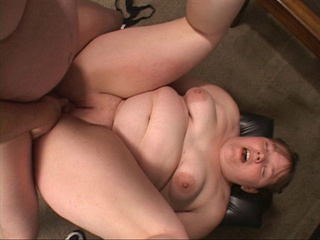 Horny dude fingering fat cooch before penetration - Picture 1
