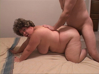 Fat mom gets her ass oiled and drilled eagerly - Picture 1