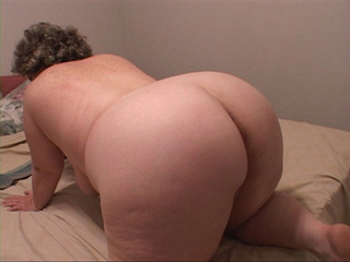 Fat mom gets her ass oiled and drilled eagerly - Picture 2