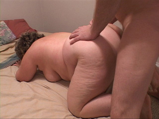 Bootylicious mom gets assfucked hard in doggy style - Picture 3