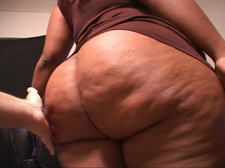 Bootylicious ebony slut is ready to provide her holes - Picture 3