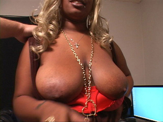 Busty black bitch with fat ass and blonde hair - Picture 2