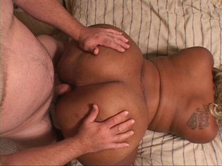 Busty ebony fatso spreads her legs to take a dick into - Picture 3