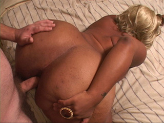 Dirty black slut in a blonde wig spreads her ass cheeks - Picture 3
